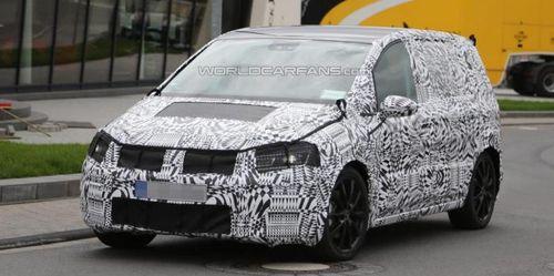 Новое поколение Volkswagen Touran «засветилось» в Германии