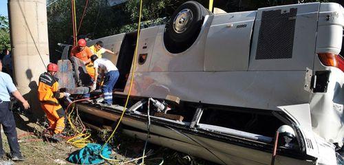 В ДТП на юго-западе Турции перевернулся автобус – 13 погибших