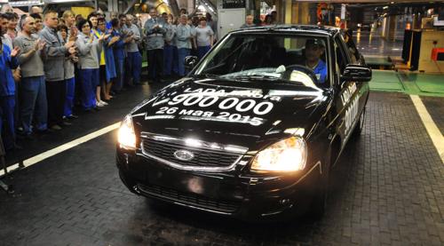 «АвтоВАЗ» выпустил 26 мая 900-тысячную Lada Priora