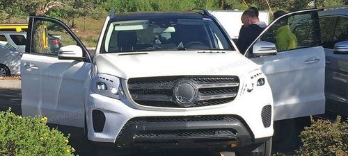 Новый Mercedes-Benz GLS попал в объективы фотошпионов в США