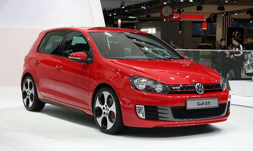 Новый VW Golf GTI получит 300-сильный мотор