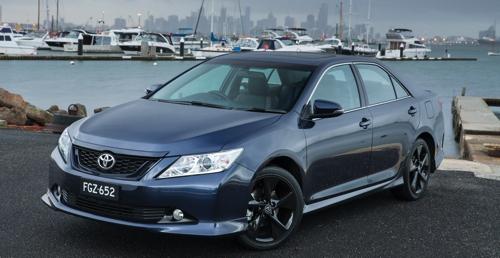 Toyota представила обновленную версию седана Aurion