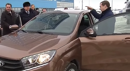 Дмитрий Медведев протестировал в Тольятти Lada XRay