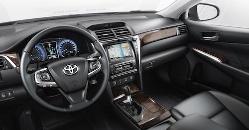 (Фото: Toyota Camry салон)