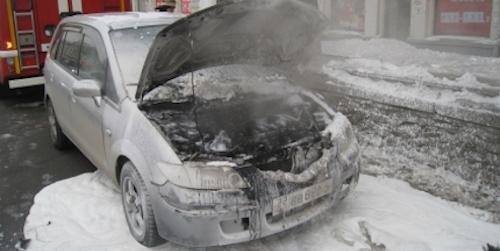 ВОмске на стоянке ночью сгорели два автомобиля