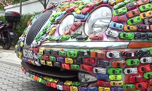 Малайзиец обклеил весь кузов своего Jaguar игрушечными машинками