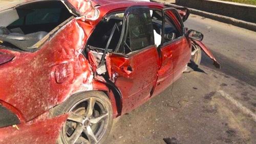 В Омске водитель Lexus врезался в столб на проспекте Мира