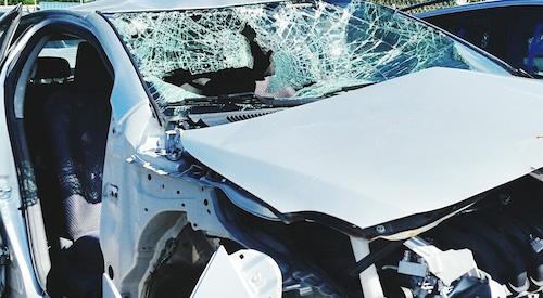 Под Омском перевернулся Mercedes-Benz с тремя пассажирами