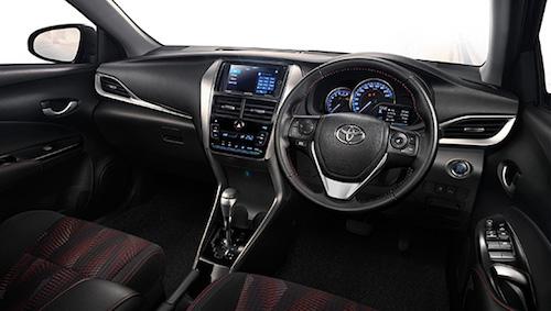 Названы цены на улучшенный седан Тойота Yaris Ativ