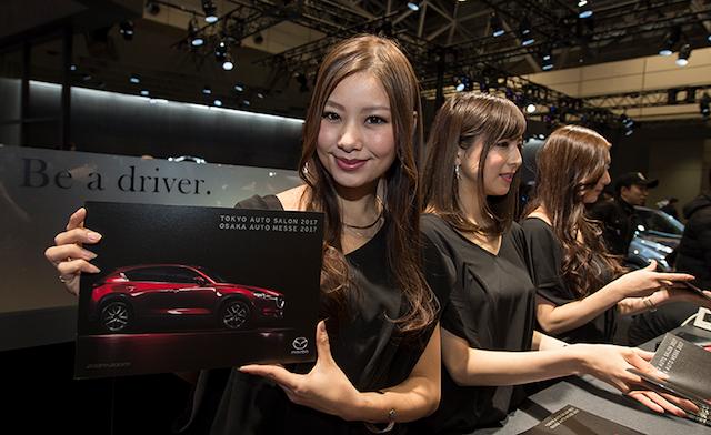 Самые красивые девушки автосалона в Токио 2017 года