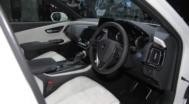 В Токио дебютировало новое поколение седана Toyota Crown