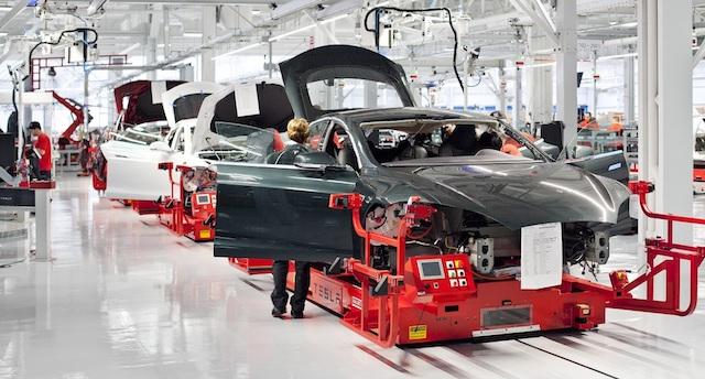 Tesla массово увольняет сотрудников
