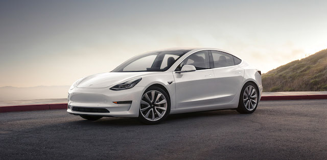 Tesla Model 3 можно забронировать в России через «Яндекс»