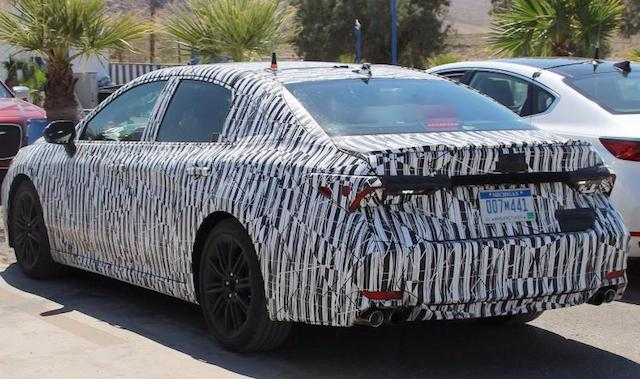 Обновленный седан Toyota Avalon засняли на тестах в США