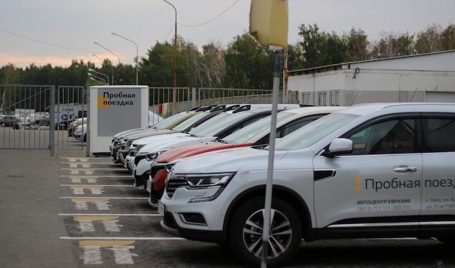 Названа средневзвешенная цена нового автомобиля в РФ