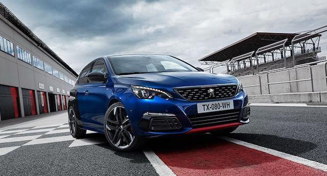 На русском рынке автомобилей стартовали продажи нового Пежо 308