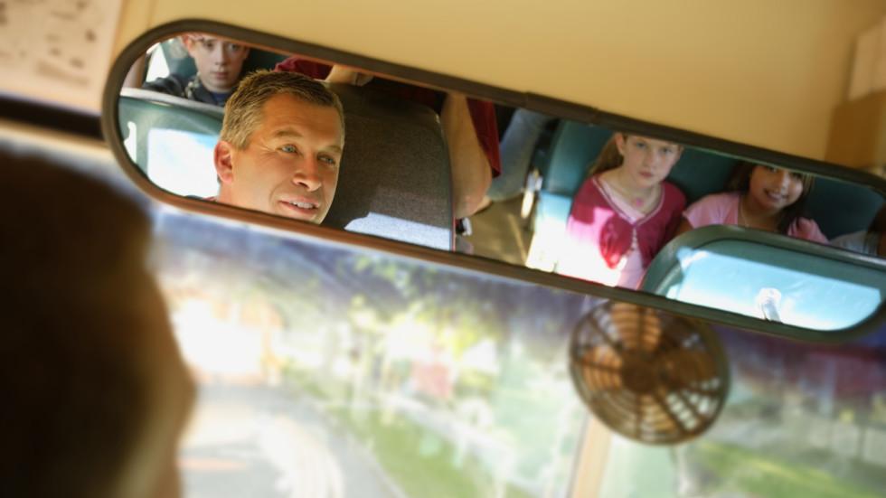 Автобусы, которые возят детей, будут оснащены мигалками