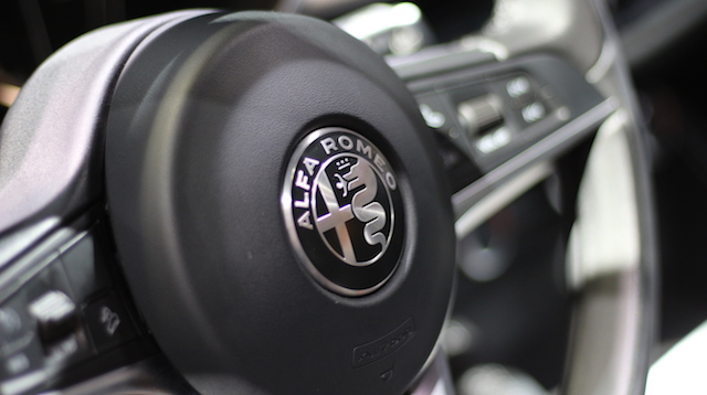 Автомобили Alfa Romeo, Ferrari и Maserati лишатся МКПП