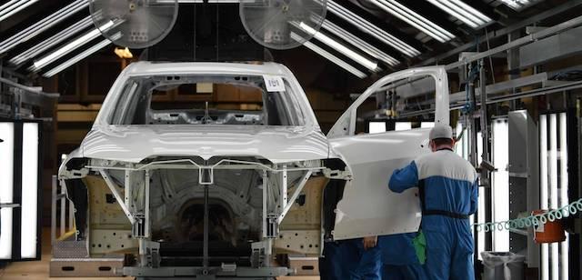 Опубликованы предсерийные фото нового BMW X7
