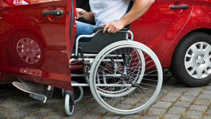Президент подписал законопроект о парковочных местах для инвалидов