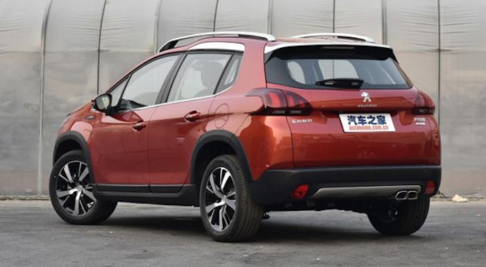 Обновленный кроссовер Peugeot 2008 вышел нарынок class=