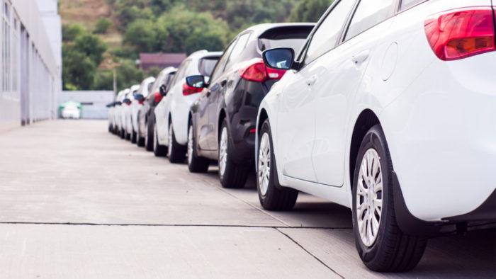 Продажи новых машин в РФ выросли за прошлый год