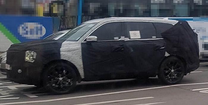 Появились первые шпионские фото нового большого внедорожника Kia