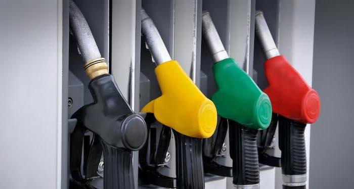 В 2018 году бензин в России подорожает на 3 рубля?