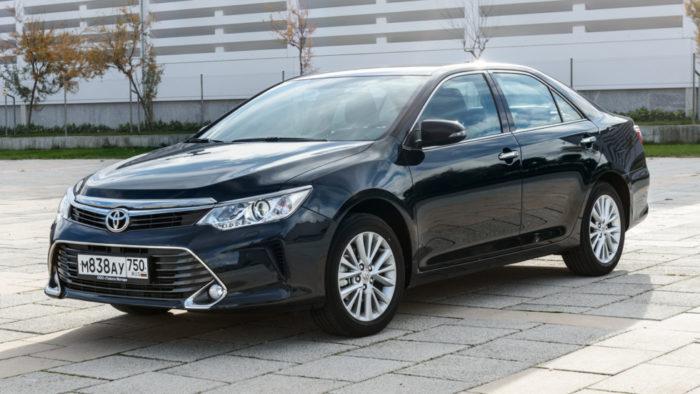 Продажи легковых коммерческих машин в РФ продолжают расти
