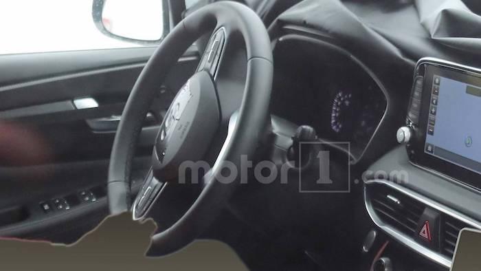 Как будет выглядеть салон нового Hyundai Santa Fe? Первые фото