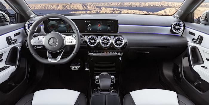Хэтчбек Mercedes A-Class нового поколения представлен официально