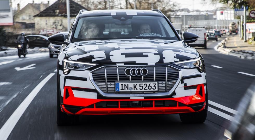 Audi начала принимать заказы на e-tron