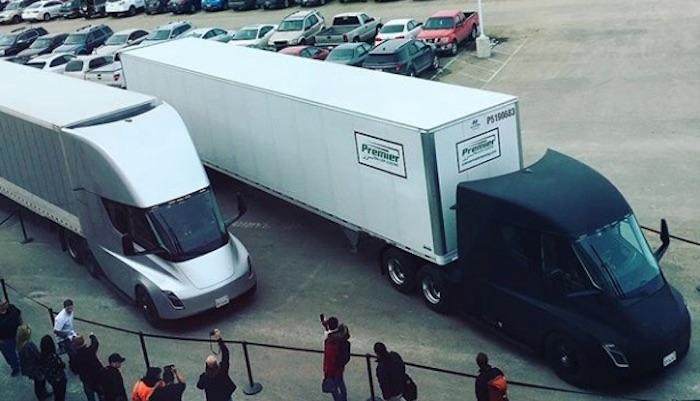 Tesla впервый раз  отправила партию груза при помощи  беспилотных электрофур