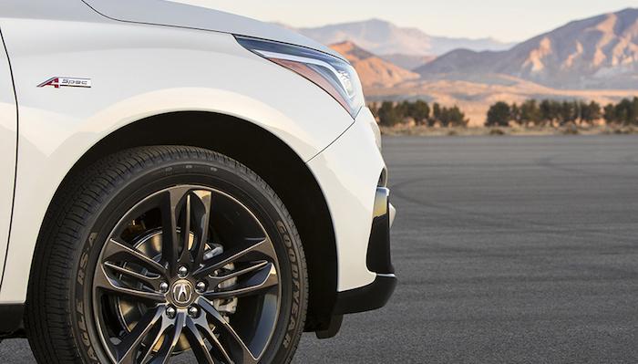 В Сети появился первый тизер нового кроссовера Acura RDX