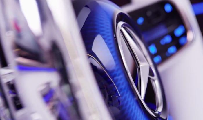 Mercedes-Benz привезет в Пекин позолоченный Maybach