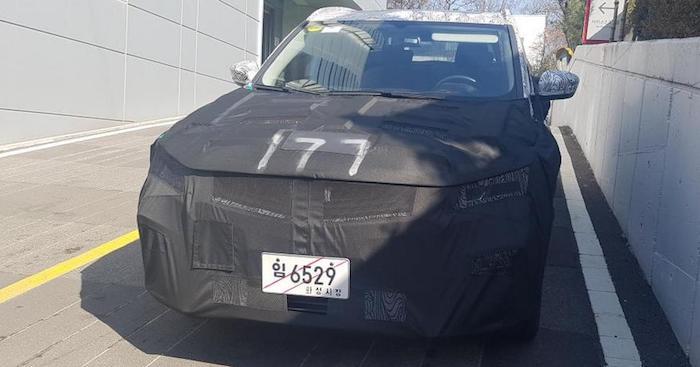Новый тайный кроссовер от Кия заметили на уличных тестах