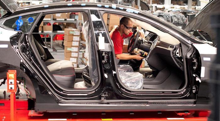 Илон Маск сократит 4 тысячи сотрудников Tesla