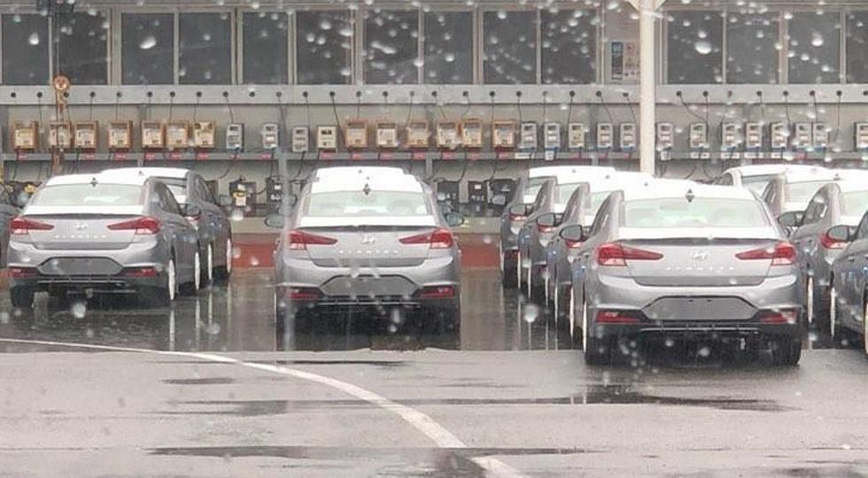 Hyundai Elantra засветился без камуфляжа