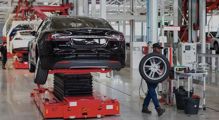 Компания Tesla выпустила более 70 тысяч электрокаров Model 3