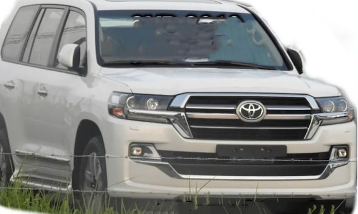 Обновленный Toyota Land Cruiser 200 попал на фото