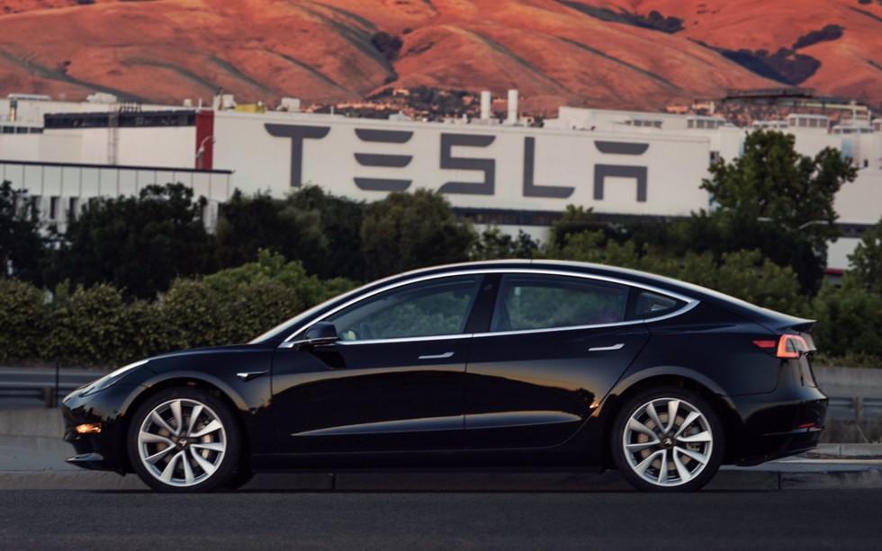 По мнению аналитиков, модель Tesla Model 3 стала убыточной