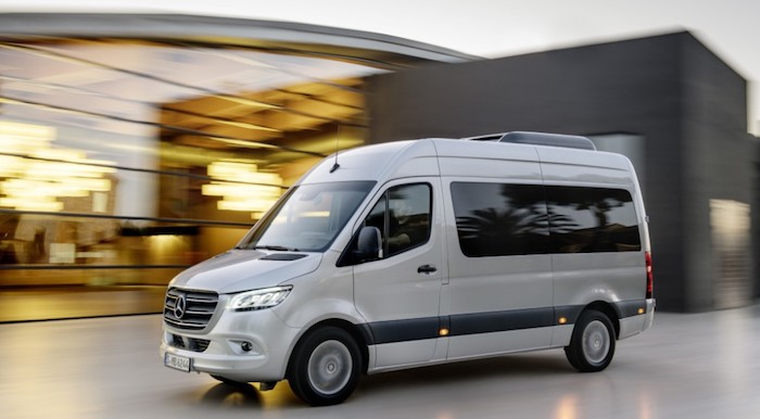 Новый Mercedes-Benz Sprinter стал доступен с передним приводом в России