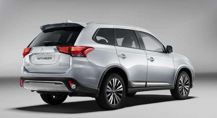 Стали известны рублевые цены на обновленный Mitsubishi Outlander