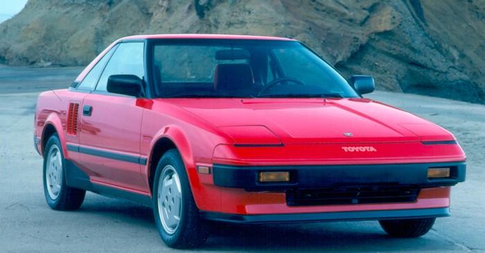 Toyota может возродить легендарную модель MR2