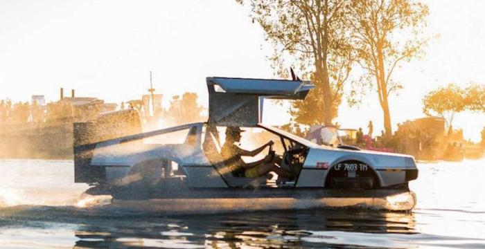 ВCети реализуют  необыкновенный  автомобиль DeLorean