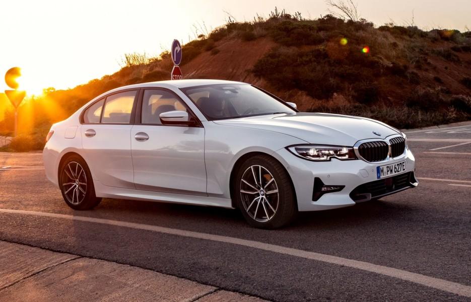 BMW 330e poluchit volshebnuyu knopku