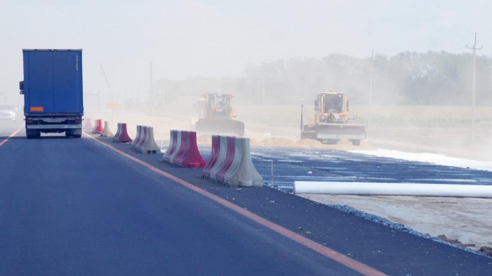 Dorozhnikam uvelichili sezon dlya remonta i teper mozhno klast asfalt dazhe v sneg