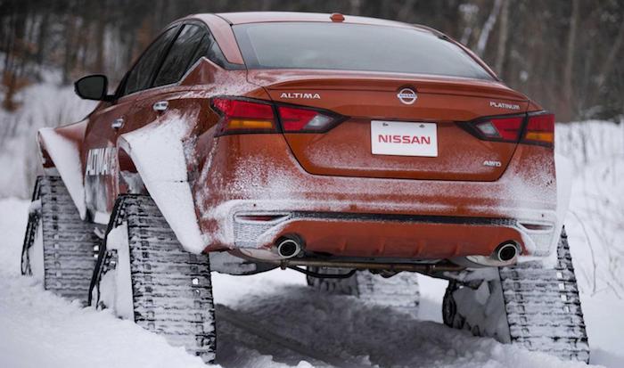 Ниссан представил вМонреале гусеничный вариант седана Altima