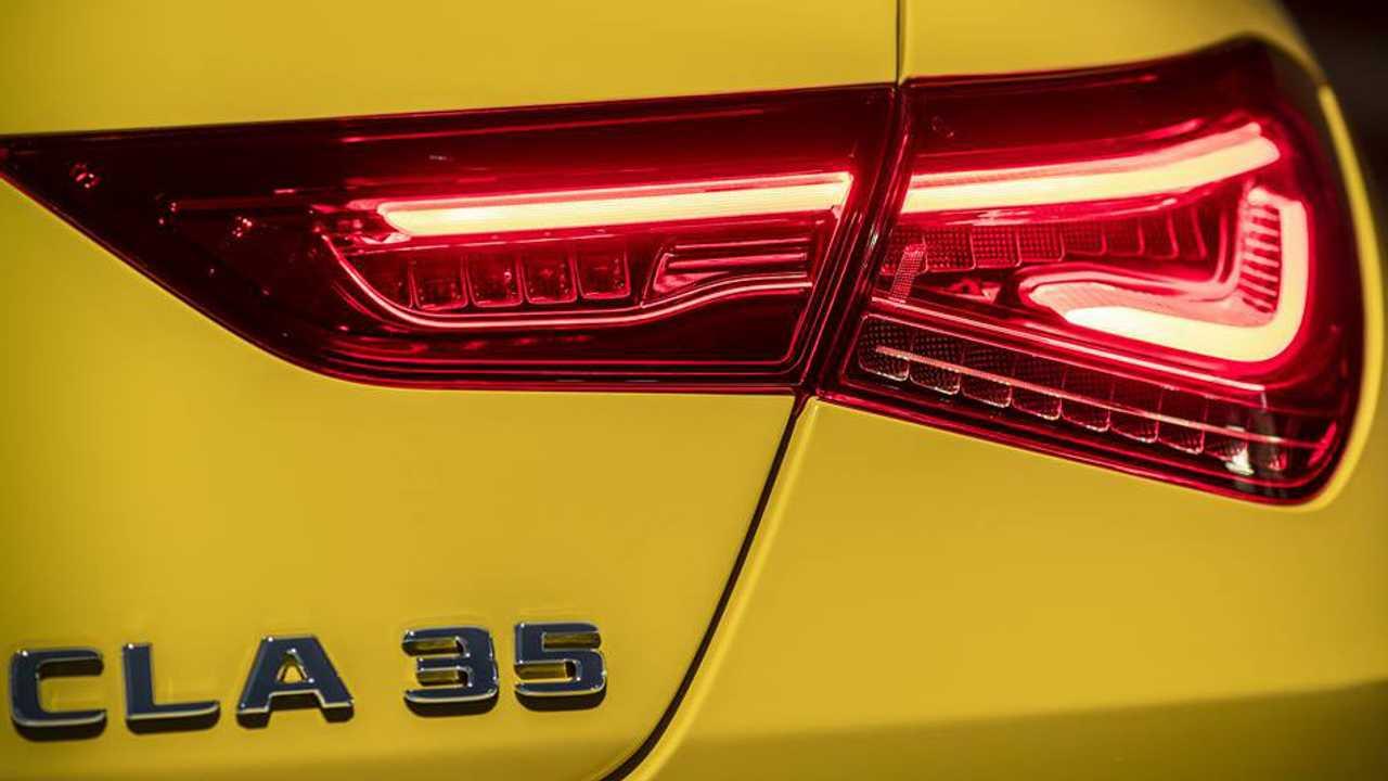 V seti poyavilsya tizer Mercedes AMG CLA 35