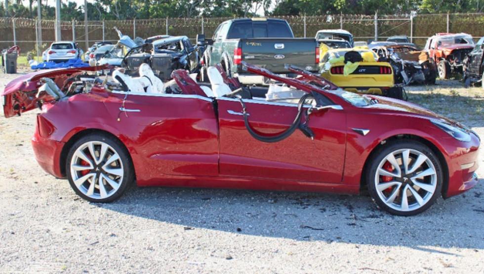 Tesla snova popala v smertelnoe DTP1
